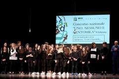 Il-regista-Gregorio-Calabretta-con-il-gruppo-di-Isca-sullo-Ionio