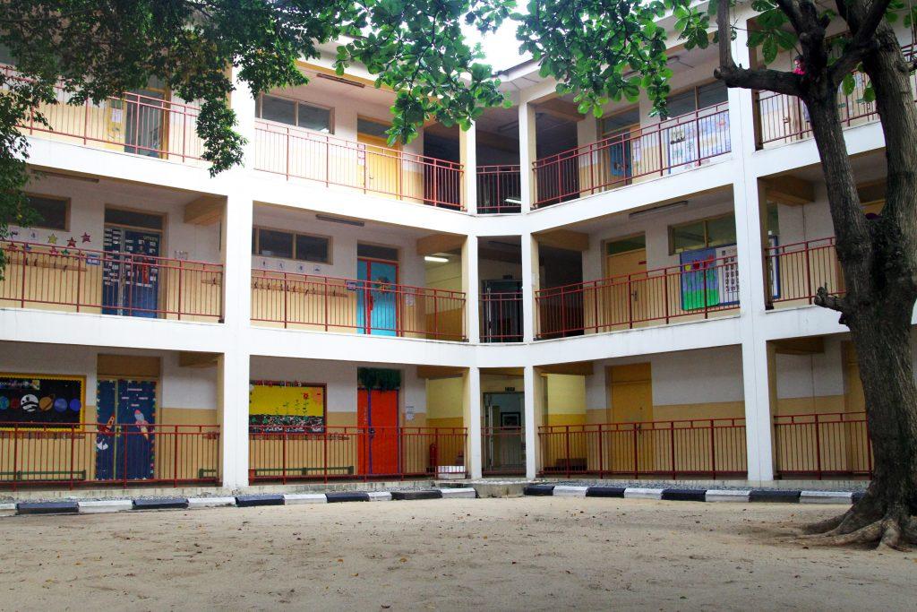 """Il cortile interno dell'Italian International School """"Enrico Mattei"""" di Lagos"""